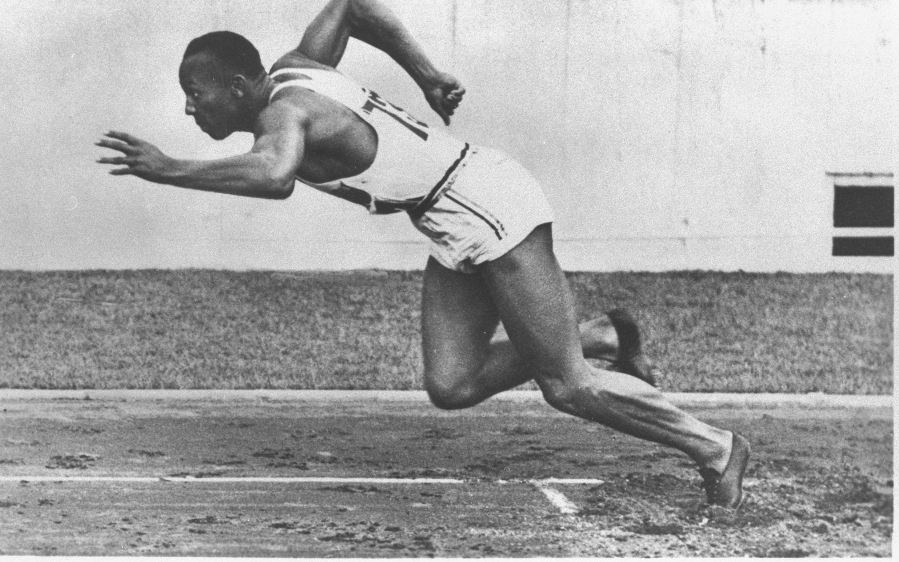 jesse owens pictures in color stock detail jesse owens official psds pictures in jesse color owens