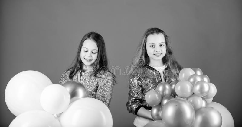 girl holding balloons pin by raouia el makkoudi on fonon in 2020 girl holding balloons holding girl